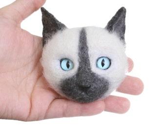 Felted brooch White cat White brooch Woolen brooch Gift Merino wool Gift for woman Handmade
