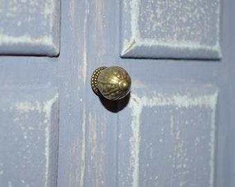 Miniature vintage style dollshouse front door knob