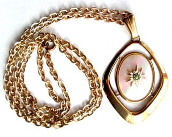 """Vintage MOP Mother of Pearl Diamond Shaped Pendant Gold Tone Long 27"""" Chain Necklace Mid Century"""