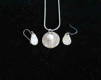 Very Pretty Silver Pendant and Matching Earrings