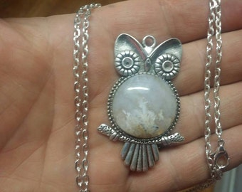 Hand polished owl plume agate cabochon pendant 25mm