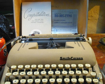 Vintage Mint Condition Smith-Corona SILENT SUPER Portable Typewriter, SALE!