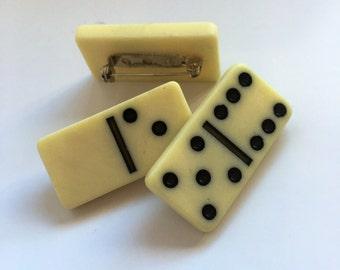 Cute vintage Domino brooch pin badge