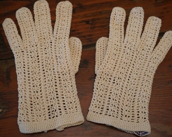 Vintage 1950's / Cream / Crochet Gloves