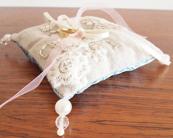 Ring Cushion made by LA MAISON76