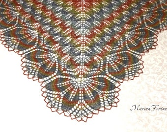 Ажурная шаль вязаная спицами из шерсти A delicate shawl is knitted by spokes wool 100