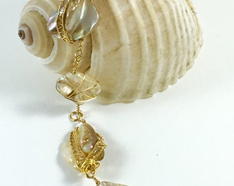 Mother of pearl bracelet with wire