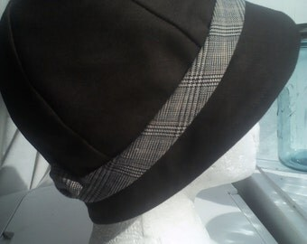 Ladies' Brown Cloche with a short brim and a plaid band