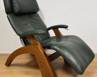 "Zero Gravity ""Perfect"" Green Lounge Chair"