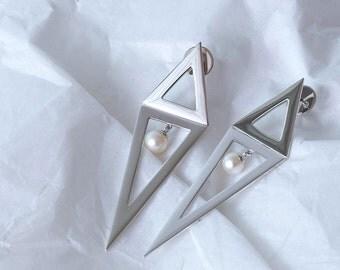 Modern pearl Silver Earrings
