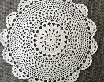 Vintage Crochet Doily, handmade white cotton doily, vintage lace, round doily, wedding decor