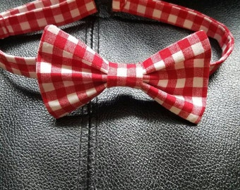 Red and white pretied bow tie
