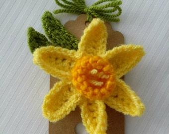 Daffodil crochet flower brooch corsage