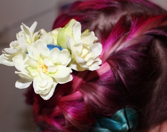 Hair plugs, hair brush with purple or white flowers, the bar is a brush! Great gift for artists and an eye-catcher!