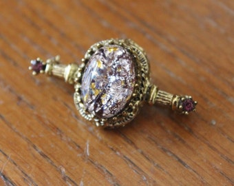 SALE - Beautiful Vintage Purple Amethyst Large Stone Gold Tone Pin Brooch