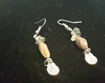 Seashell dangle earrings