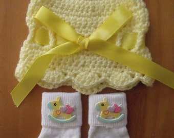 Crochet Baby Hat, Beanie, Sunhat w/Matching Socks Set - Yellow Color w/Horse - Size 0-6 mts months - Great Baby Shower Gift! FREE SHIPPING