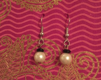 Simple black and white pearl earrings