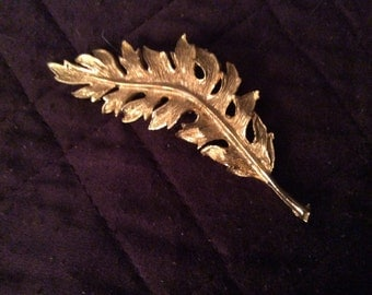 Vintage Monet gold tone leaf brooch/pin.  Jewelry
