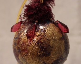 Gold Webbed Glass Ornament