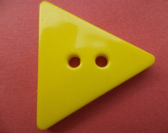 9 large buttons yellow 31 mm (6183)