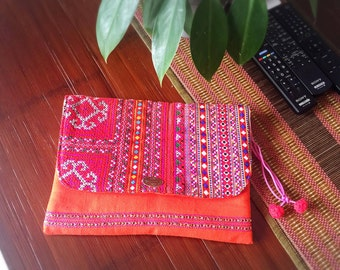 Large clutch with bright decorating color