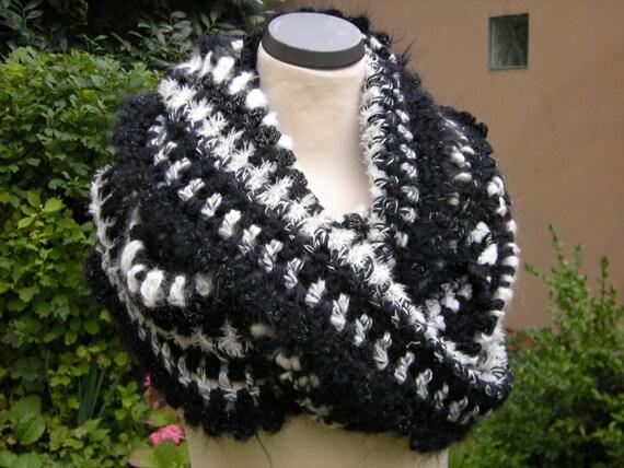 Loop circle scarf infinity scarf black & white