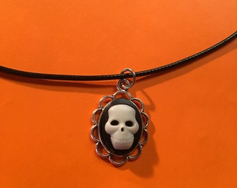 FREE SHIPPING! US Only. Skull Cameo Pendant Necklace