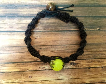 Vintage looking bead bracelet on hemp