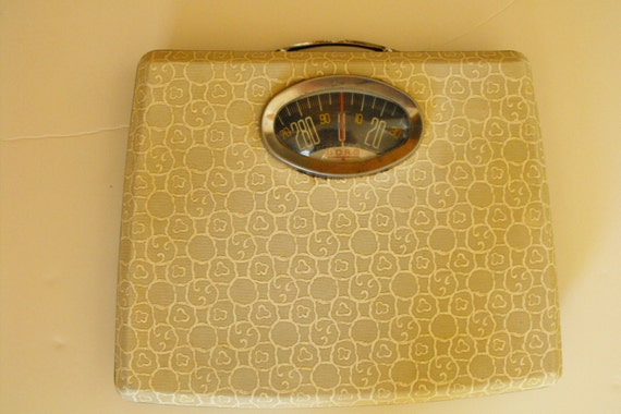 Vtg borg bathroom scale w carrying handle working zeros out for Borg bathroom scale