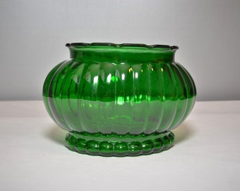 Vintage 50's emerald green glass vase ALR Co R-18