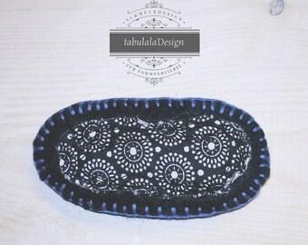 Felt brooch, Baumwollapplikation, black, white, blue, pattern