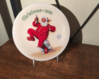 """Christmas 1989 Norman Rockwell Plate entitled """"Jolly Old St. Nick"""""""