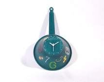 Original clock, french former colander, industrial style, hand-painted, turquoise background, multicolored numbers