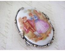 Brooch: Limoges Fragonard Romantic Couple Pin Brooch