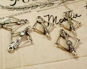 Bow and arrow charm 5 silver vintage style jewellery supplies C11