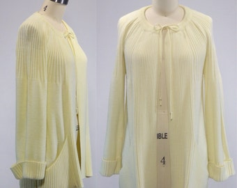 1970s Vintage Ivory Sweater Cardigan  Size Small Medium