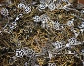 25/50 KEYS Steampunk Mixed grab bag lot DIY jewelry making Charms Findings
