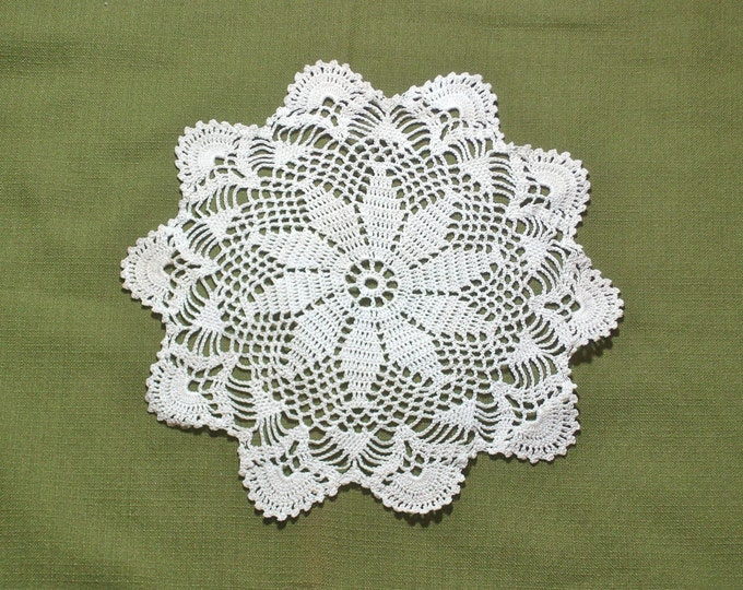 Flower Pattern Vintage Crocheted Lace Doily 10 inch