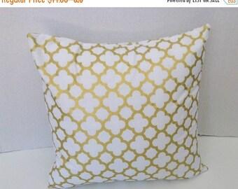 ENDING SOON Gold Pillow Cover Metallic Gold Pillow Covers, White Gold Quartrefoil Pillow, Throw Pillow Cushion Cover, Square, Lumbar Pillow,