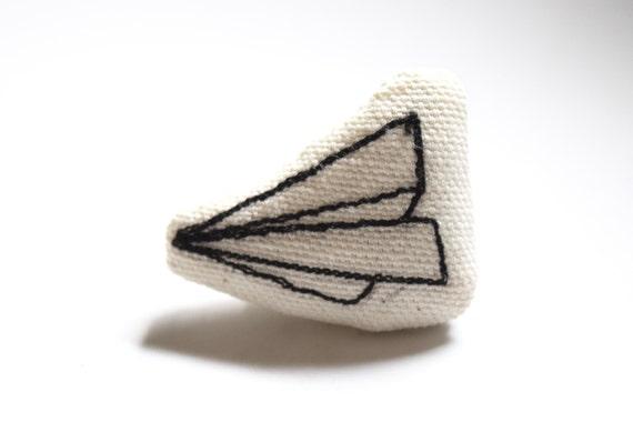 Paper Plane – Original Stitch Art Pin