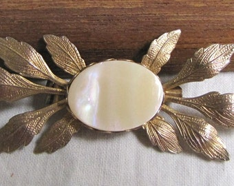 Mother of Pearl Leaf Pin, Vintage MOP PIN, Vintage Jewelry, Vintage Brooch, MOP Leaf Pin, Fashion Accessory, metal leaf pin, 1950s, goldtone