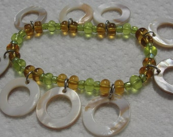 Green Gold Glass Bead Round Shell Charm Bracelet