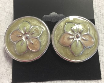 Floral Center Green and Peach Enamel Round Pierced Earrings