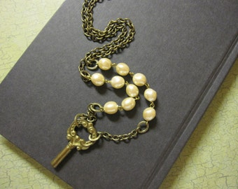 Vintage Key Necklace, Vintage Faux Pearls, Key Necklace, Steampunk Wedding, Pearl Necklace, Long, Vintage Inspired, Unique Key, Ivory