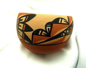 Signed R. Chinana Jemez Pueblo Native American Pottery Bowl