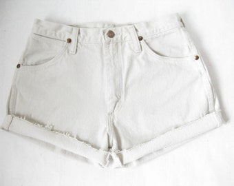 Vintage WRANGLER Off White Cut Off Shorts. Size Small