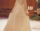 Vintage Princess 1940s Chantilly Lace with Illusion Neckline Stunning wedding dress