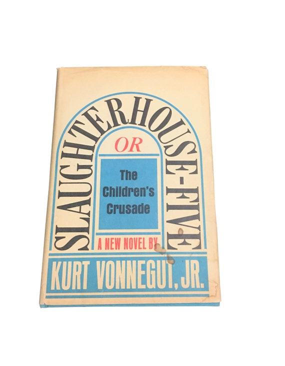 an analysis of slaughterhouse five by kurt vonnegut Analysis of kurt vonnegut's slaughterhouse-five section one- introduction slaughterhouse-five, written by kurt vonnegut junior, was published in 1968 after twenty-three years of internal.