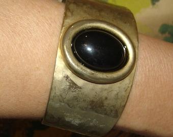 vintage black cabochon hammered brassy gold cuff bangle bracelet